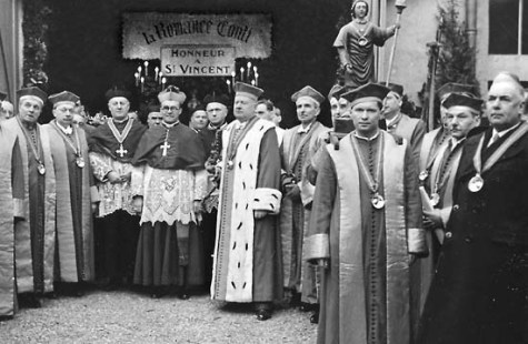 Chevaliers du Tastevin with clergy circa 1950